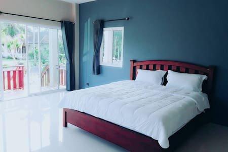 Lay Back Villa 'Banana Villa', holiday rental in Nong Thale