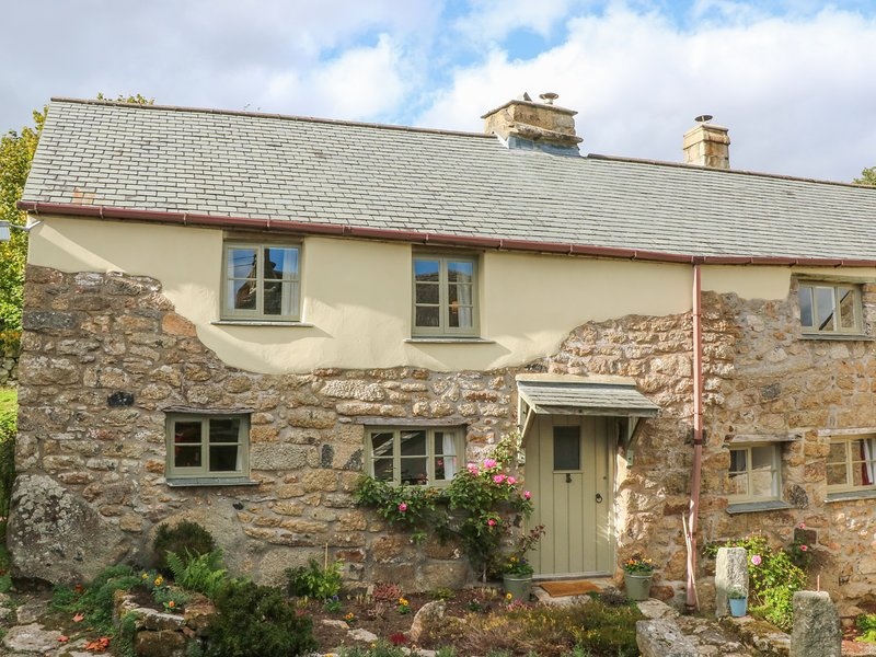 THREE HARES COTTAGE, perfect for honeymoon's, near Chagford, holiday rental in Sticklepath