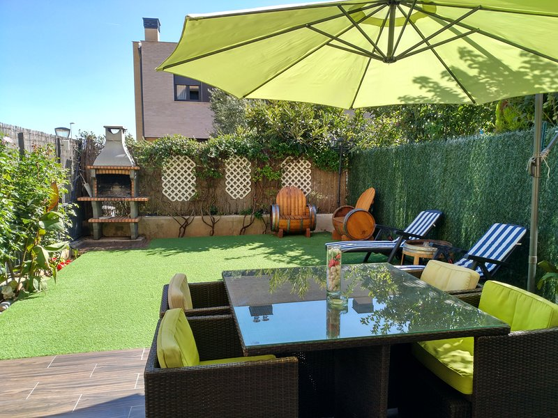 Private garden with barbecue and direct access from the txoco where to enjoy pleasant moments.