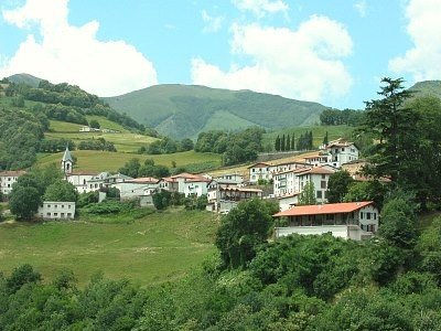 Spacious house with mountain view, location de vacances à Luzaide