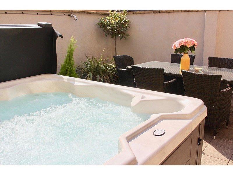 TripAdvisor Vacation Rental - Dream Stays Bath - Trim Street (Hot ...