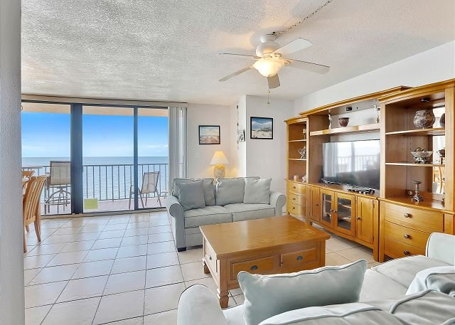 Trillium 5A Gulf Front Condo with Private Balcony/Beach Views/Pool!, location de vacances à Madeira Beach