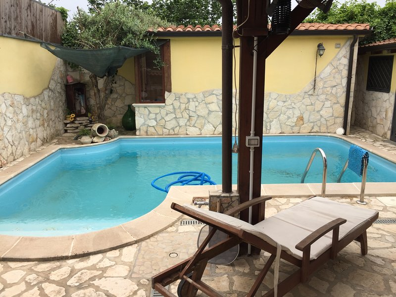 Nice apartment with shared pool, vakantiewoning in Varcaturo