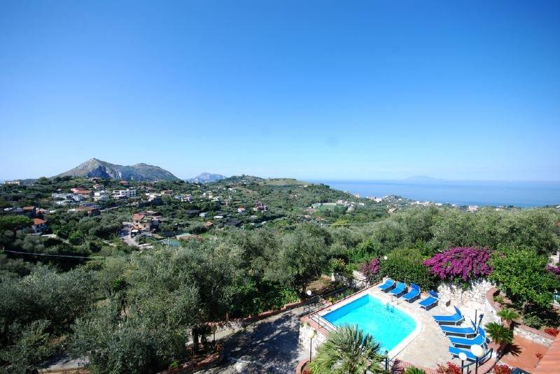 Arenaccia Villa Sleeps 8 with Pool and WiFi - 5218107, aluguéis de temporada em Metrano