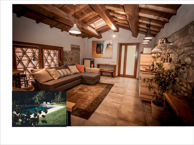 Luxury Rustic Barn, Newly renovated, with Private Infinity Pool, 5 mins to Barga, holiday rental in Tiglio Basso