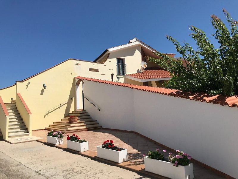 Villa Nuragica Sardegna (Classic style), casa vacanza a Gonnesa