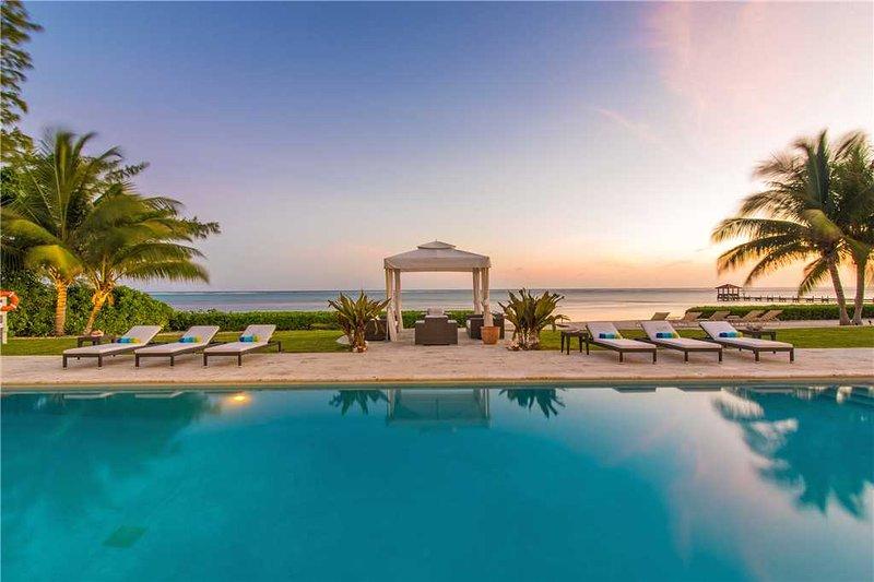 Villa Mora in Seven Mile Beach.