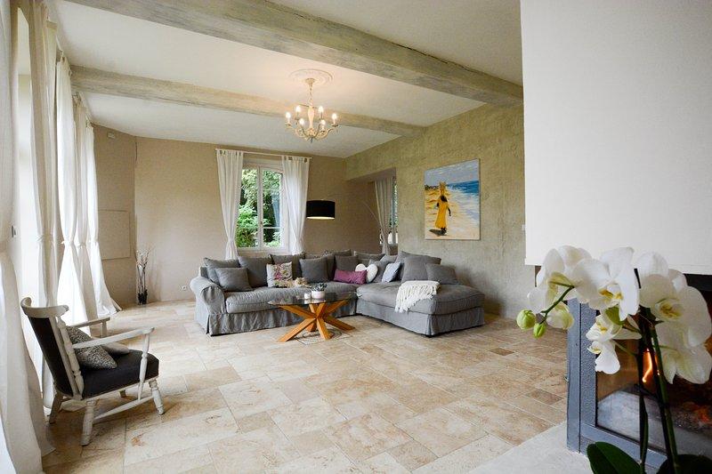 Ferme de Vernouillet - Demeure de Charme - Gite de Caractère - Paris Campagne, vacation rental in Seine-et-Marne
