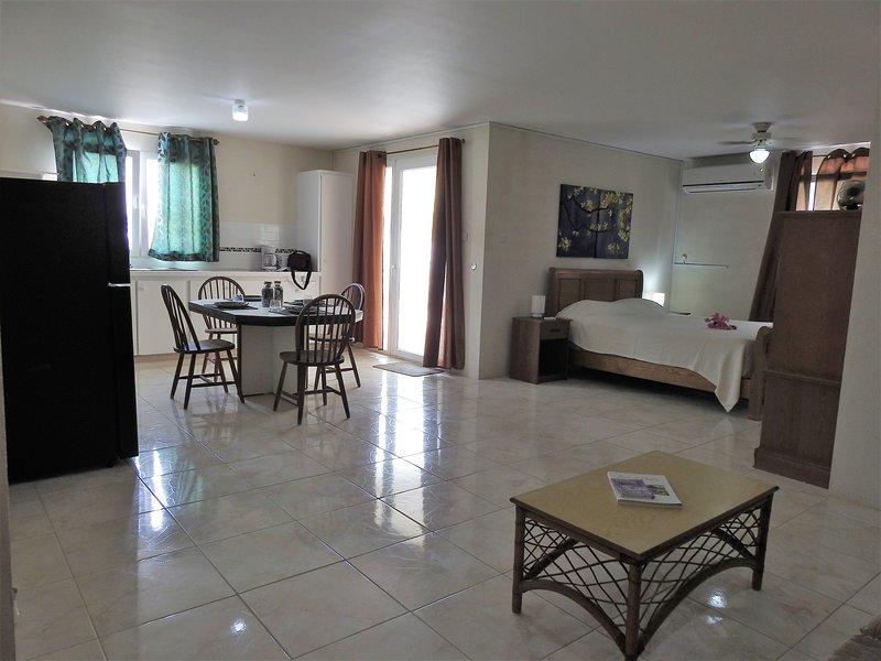 Living area, Apt. 2