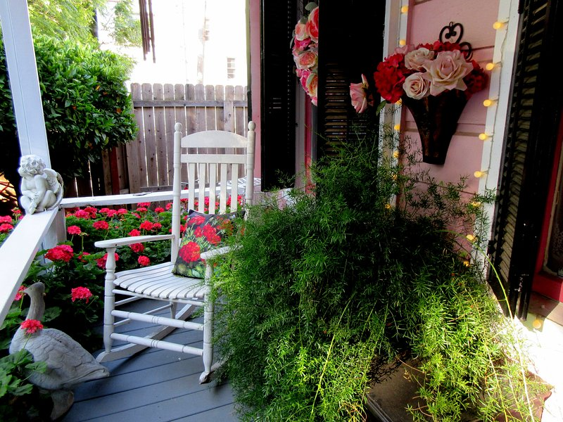 ROMANTIC VICTORIAN COTTAGE, holiday rental in Broderick