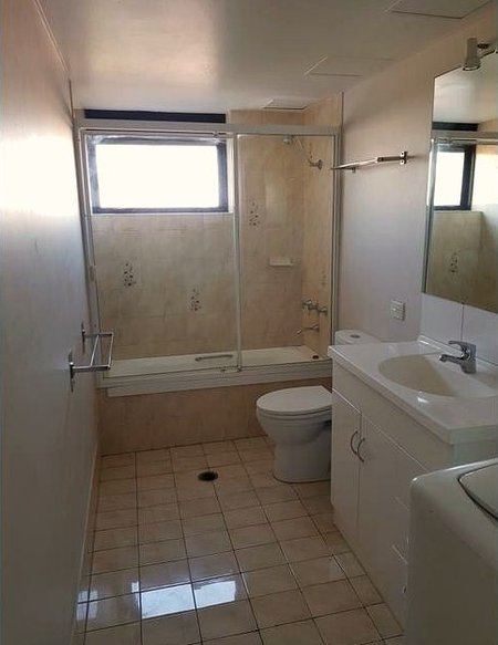 Clean Bathroom with all towels provided.