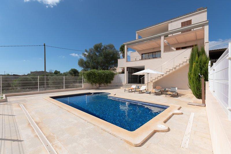 Villa Es Sequer, holiday rental in Maria de la Salut