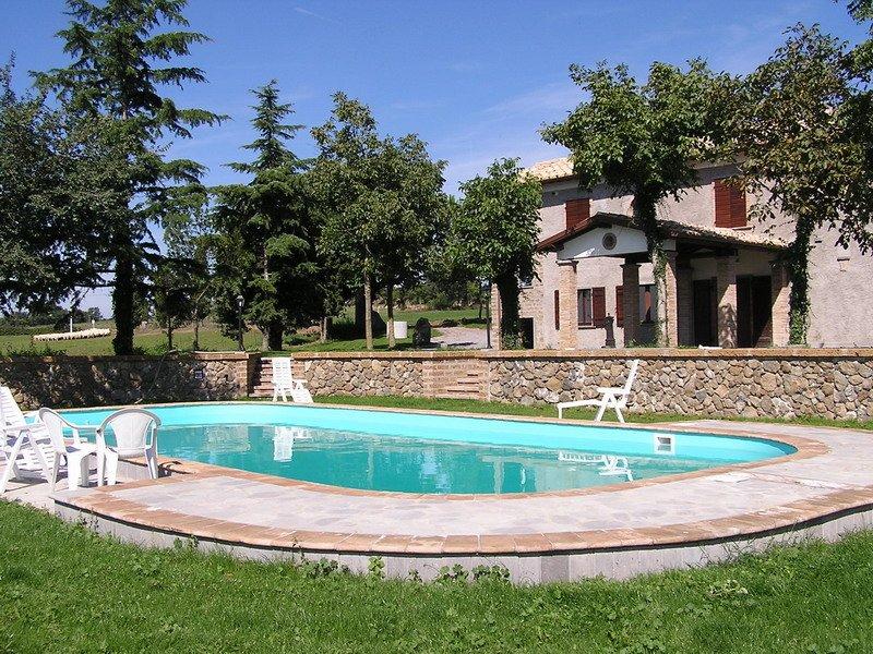 Villa with private pool near Civita di Bagnoregio and Bolsena Lake., holiday rental in Bagnoregio