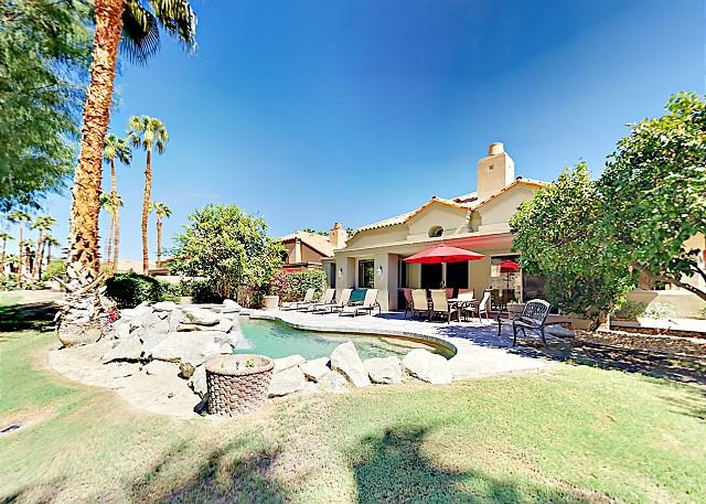 Upscale Home on PGA Golf Course w/ Private Pool & Sublime Mountain Views, holiday rental in La Quinta