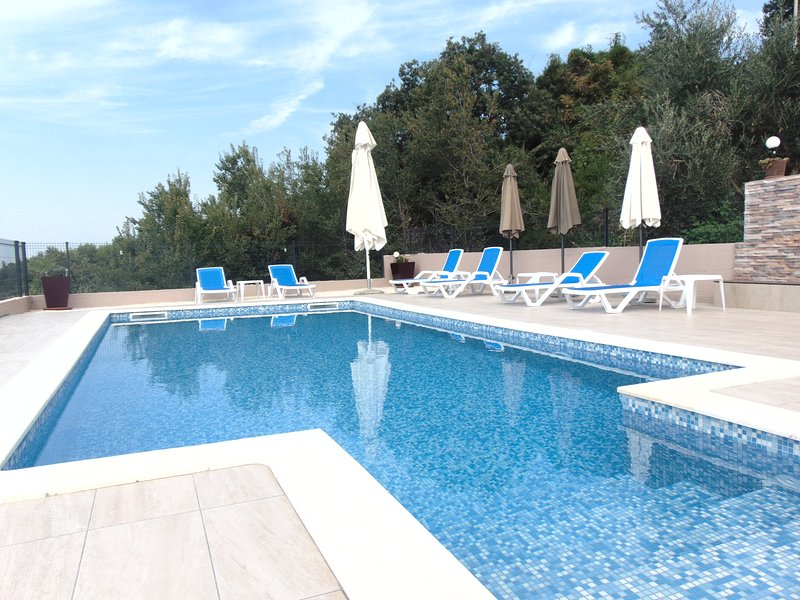MAGICAL PLEACE IN NATURE WITH POOL, holiday rental in Ljubac