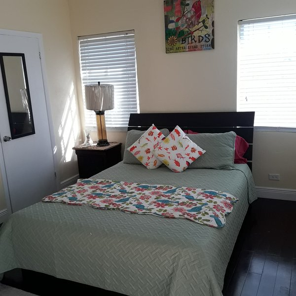 Tropical Paradise one Bedroom Apartment, holiday rental in Coral Harbour