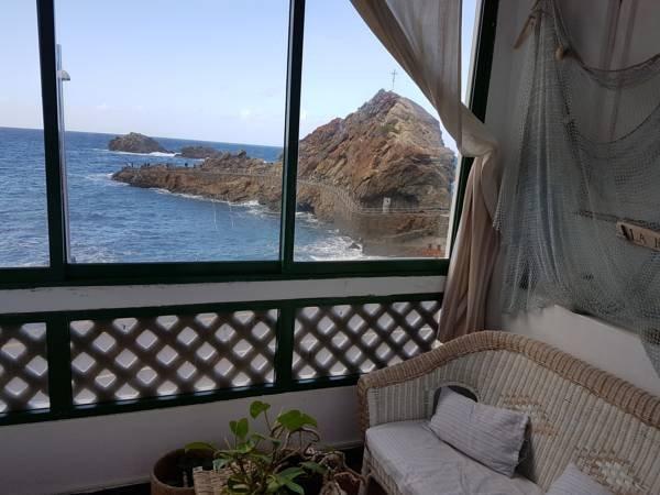 Primera linea real de Mar rodeado por bonitas montañas del Parque Rural Anaga, holiday rental in Taganana