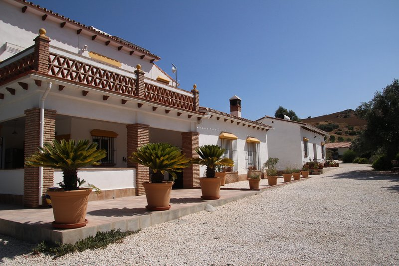Bed & Breakfast Finca El Limonar located only 10min away from Alora, holiday rental in Alora