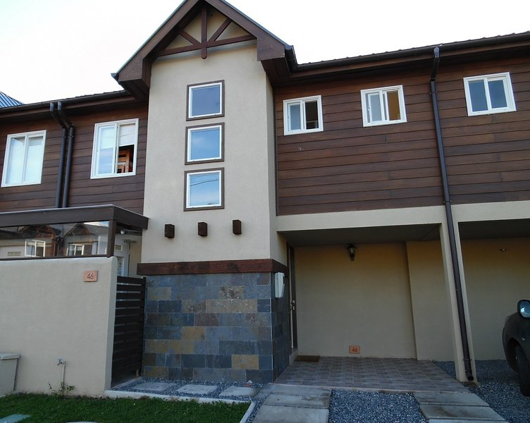cómoda casa en condominio completamente amoblada picina, quincho, lavanderia,etc, vacation rental in Pichare