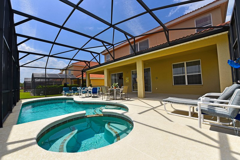 Private south-facing pool/Spa with covered lanai