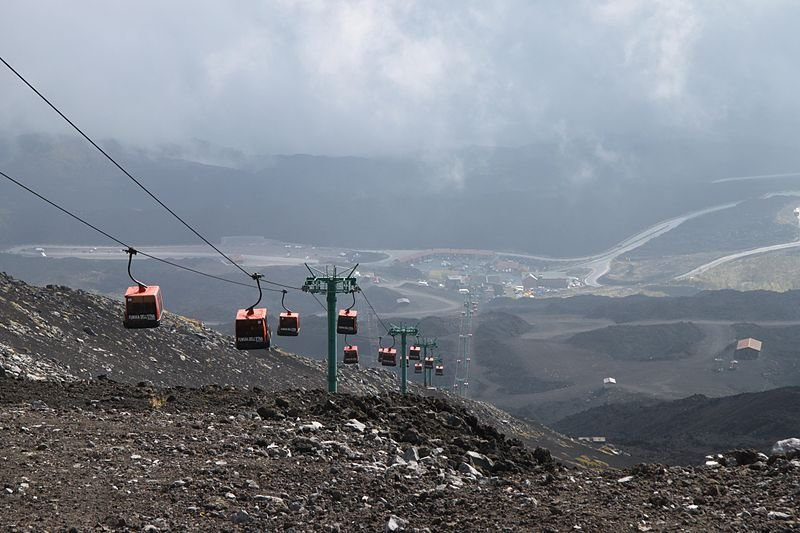 You can also visit the craters by cable car or organized excursions!