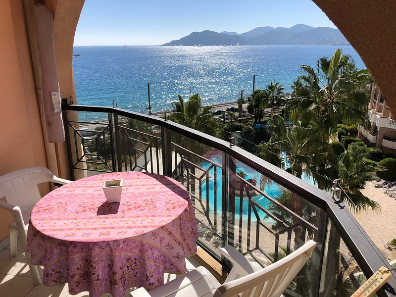 Cannes Holiday Apartment 610 with pool and balcony, vacation rental in Cannes