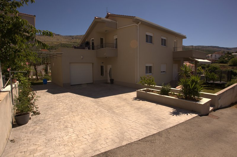 Fantastic house on great location, holiday rental in Podstrana