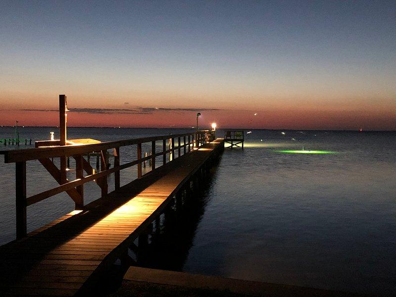 Su propio muelle de pesca iluminado privado de 200 'en la bahía de Copano