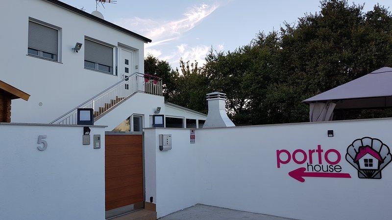 PortoHouse, holiday rental in Friol