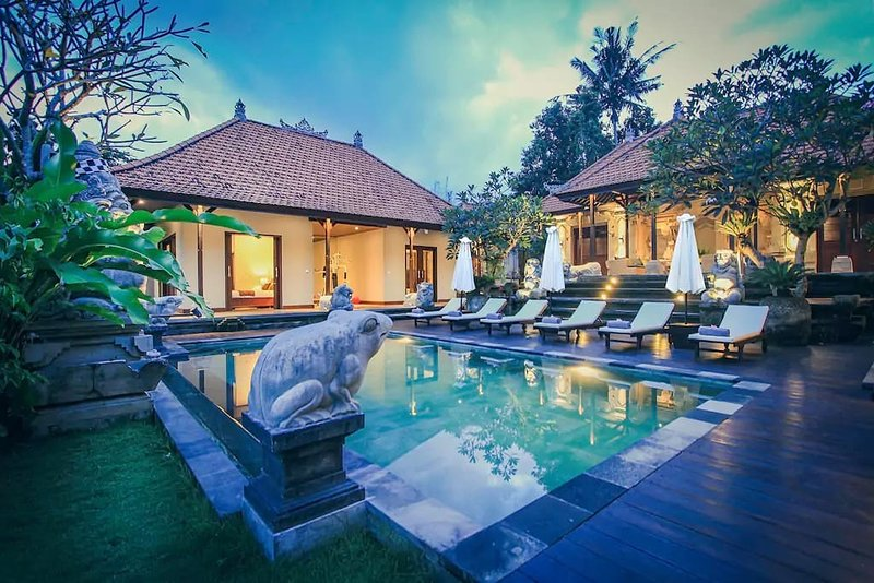 Villa Heron Ubud With 6 BR + Include local Transport, holiday rental in Petulu