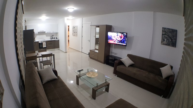 New Fabulous Flat In The Heart Of Kyrenia(Girne), vacation rental in Dogankoy