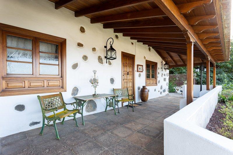 Casa el Nogal BBQ , relax , yoga , huerto/ jardin , wifi , vistas al mar., vacation rental in La Orotava