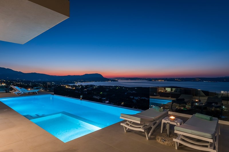 Breathtaking Views,Luxury Villa,Heated Infinity Pool,Cinema Room,Sleeps 12, vacation rental in Aspro