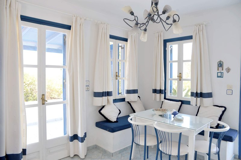 Blue Starfish, villa with 2 rooms, 3 minutes from the beach., holiday rental in Plaka