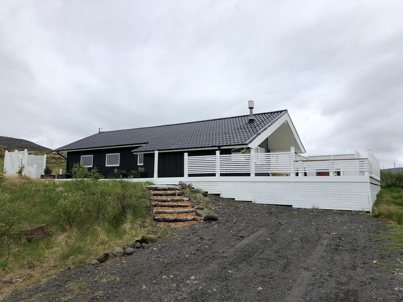 West Iceland Cozy Cottage, vakantiewoning in Hraunfossar