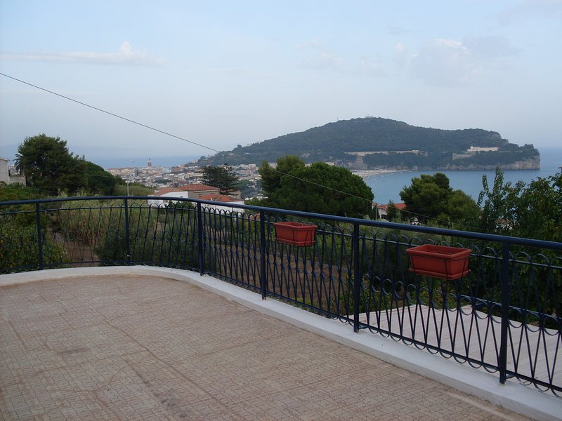 Spacious house with sea view & Wifi, aluguéis de temporada em Gaeta