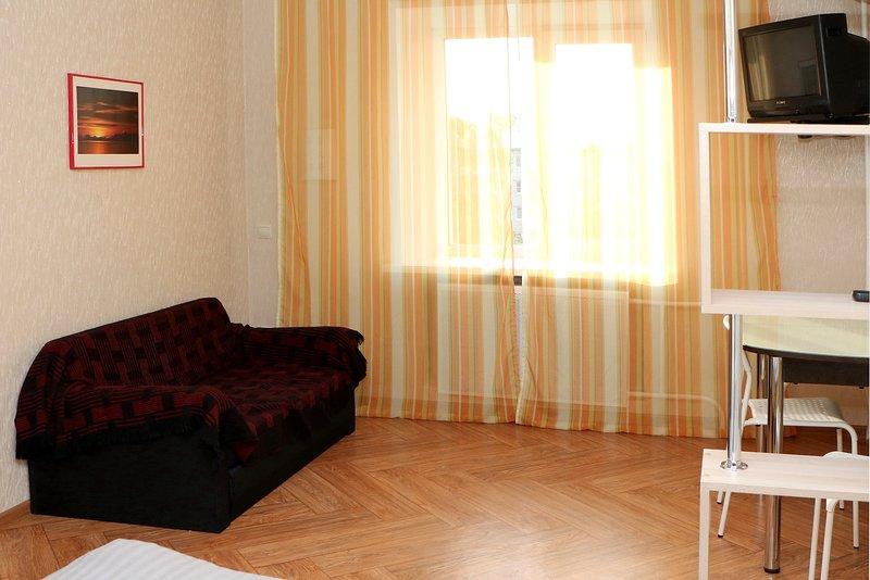 1-комнатная меблированная квартира с балконом в центре Ульяновска – посуточно, location de vacances à Ulyanovsk