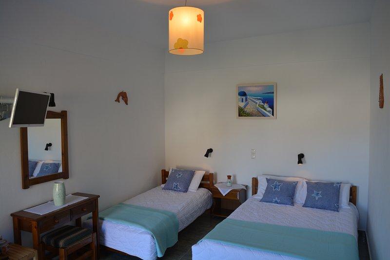 KLADOS TRIPLE STUDIO, location de vacances à Cherronisos