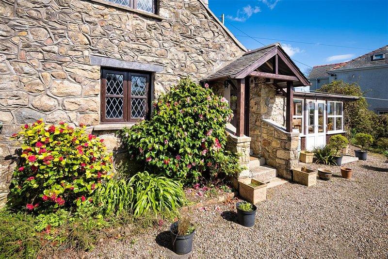 Bwthyn Craigwen: A pretty traditional Welsh stone cottage BWTHYN, holiday rental in Cylch-Y-Garn