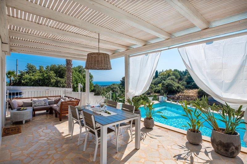 San Vito dei Normanni Villa Sleeps 6 with Pool and Air Con - 5490197, alquiler vacacional en San Vito