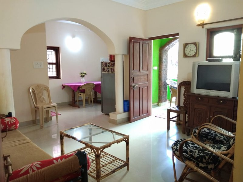 Room Apartment near Calangute Beach Goa, Furnished, Comfortable and Cheap, holiday rental in Saligao