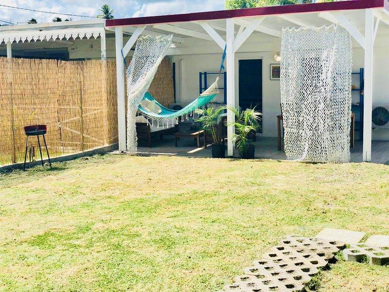 Calypso: ☀️ Maison de plain pied à quelques pas de la plage et son jardin plat., location de vacances à Le Marin