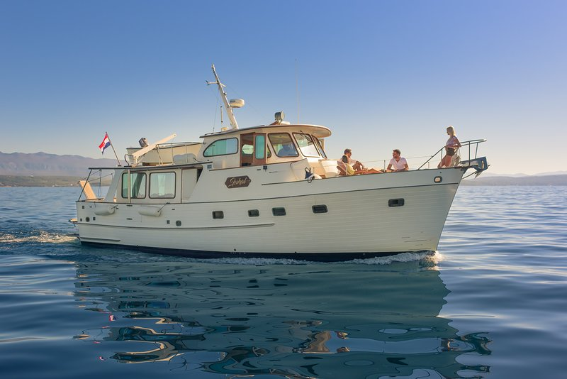 Yacht charter M/Y Inkal-Grand Banks, Alaskan 46 - Trips & cruises, Scuba diving, holiday rental in Omisalj