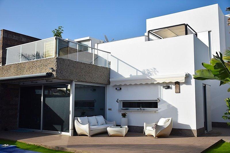 Luxury villa Habitas Del Duque, holiday rental in La Caleta