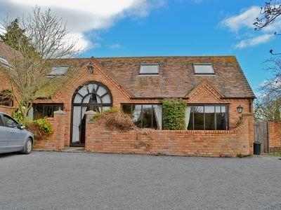 LANTERN COTTAGE, Ab Lench, Evesham, Worcestershire, WR11 4UP, holiday rental in Evesham