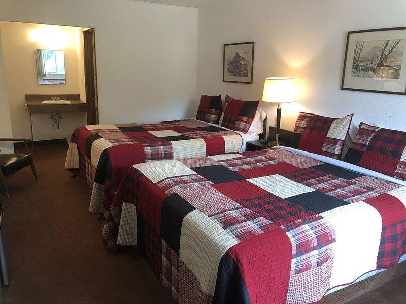 Trails Inn Quadna Mountain-Motel & RV Campground Room 205, aluguéis de temporada em Grand Rapids