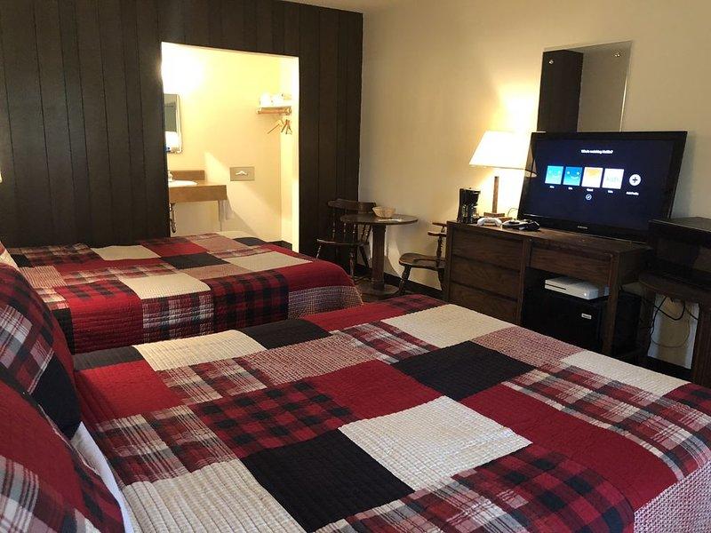 Trails Inn Quadna Mountain-Motel & RV Campground Room 204, aluguéis de temporada em Grand Rapids