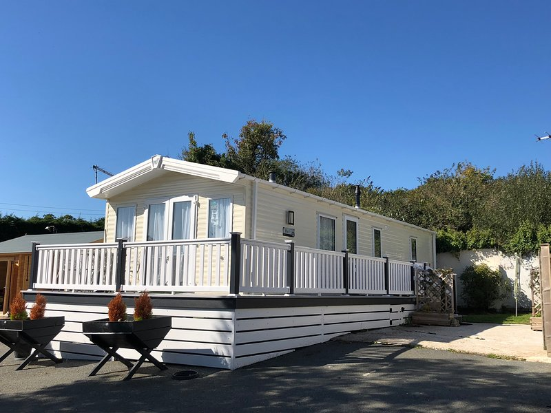 Benarama Lovely Dog Friendly Two Bed Lodge, Sleeps 4, Close to Ryde., vacation rental in Ryde