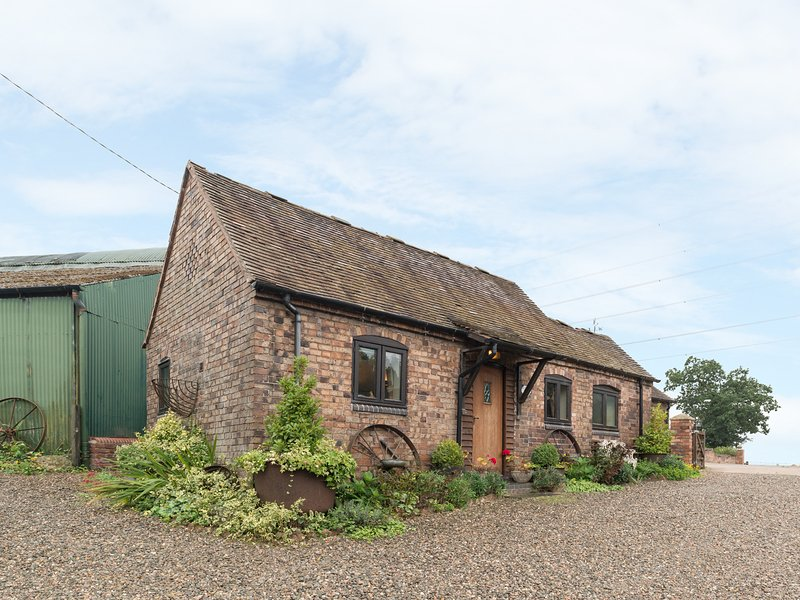 RICKYARD COTTAGE, romantic, character holiday cottage, with a garden in, casa vacanza a Little Wenlock