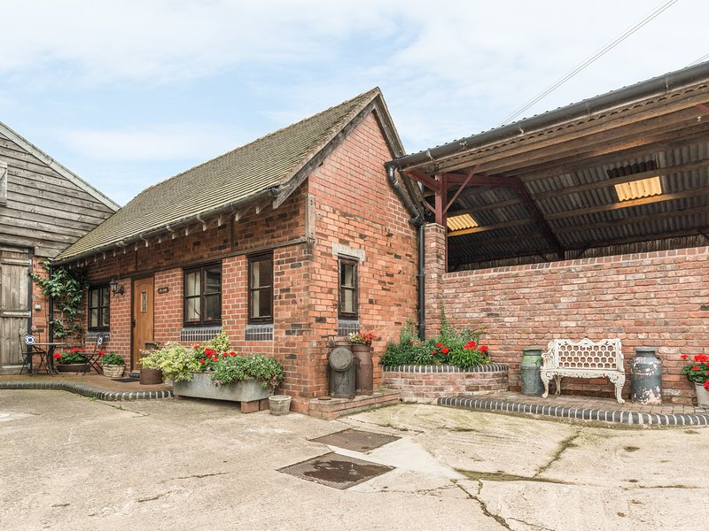 THE DAIRY, romantic, character holiday cottage, with a garden in Leighton, Ref, location de vacances à Little Wenlock